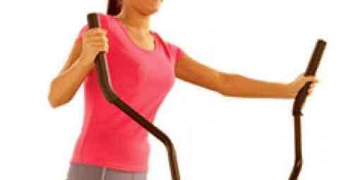 les 2 barres verticales du vélo elliptique  permettent de travailler le haut du corps